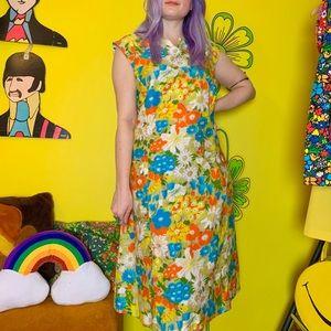 Vintage 60s floral shift dress w/ pockets L-XL